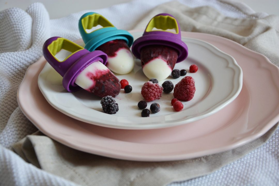 griechischer jogurt und rote beeren rezept f r industriezuckerfreies eis oh wunderbar. Black Bedroom Furniture Sets. Home Design Ideas