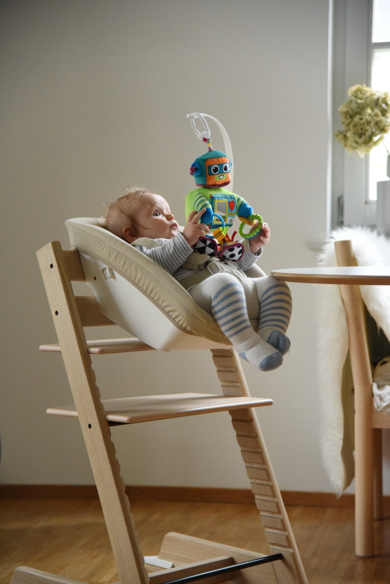 baby erstausstattung stokke tripp trapp oak mit newborn. Black Bedroom Furniture Sets. Home Design Ideas