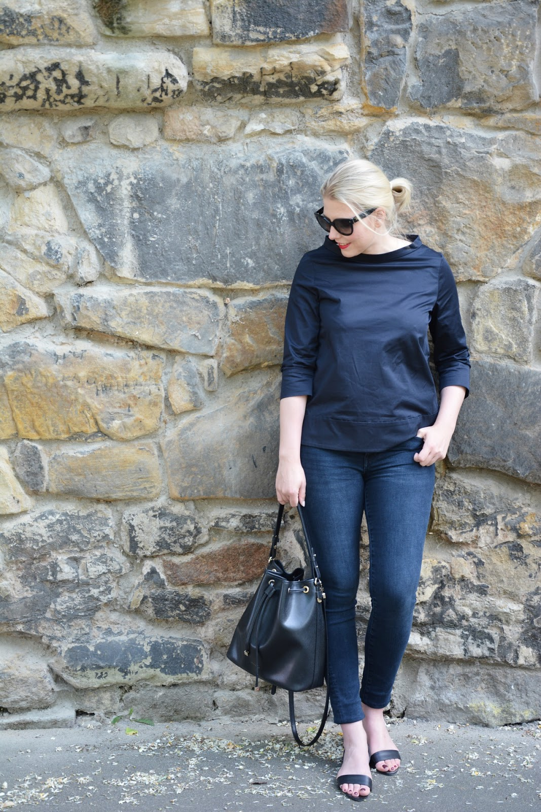 outfit shaping jeans bucket bag oh wunderbar blog family fashion lifestyle travel. Black Bedroom Furniture Sets. Home Design Ideas