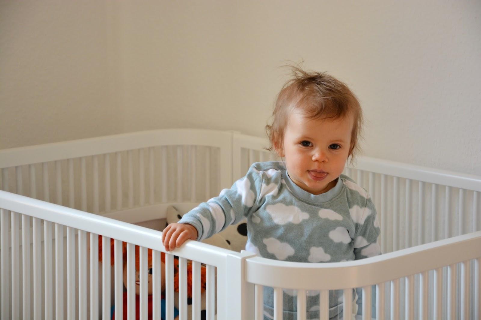 oh baby hurra das baby schl ft schlaf kindlein schlaf unsere schlaf routine oh. Black Bedroom Furniture Sets. Home Design Ideas